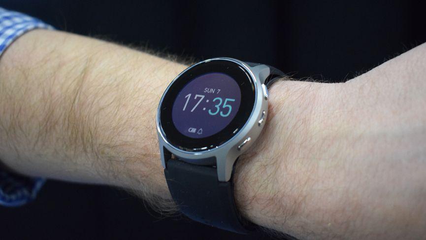 Omron presenta el reloj inteligente de presión arterial y será aprobado médicamente